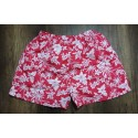 Pantaloneta hawaiana roja con flores